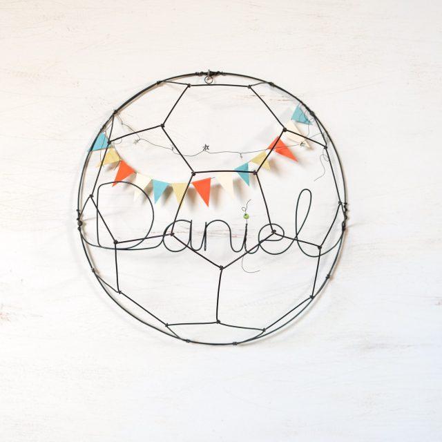 Balón de fútbol de alambre con nombre o palabra